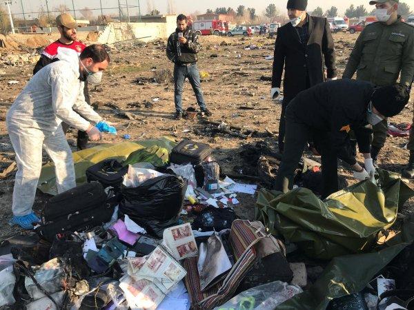 В Киеве заявили о трех секретных версиях крушения самолета в Иране