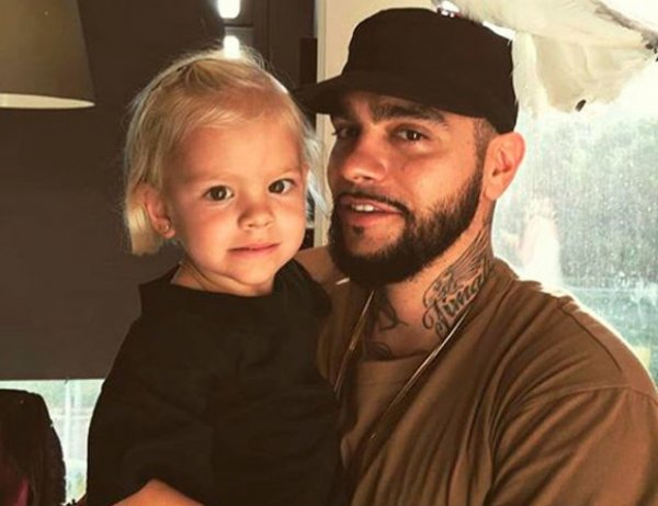 Тимати стал непохож на себя: он сбрил бороду в споре с дочерью на камеру (ВИДЕО)