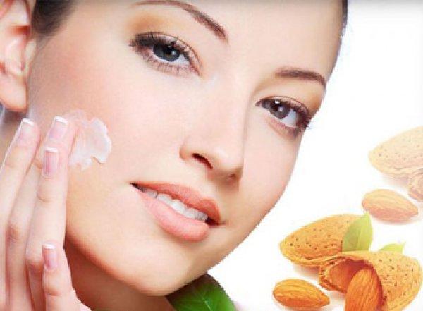 Медики назвали продукты, улучшающие вид лица