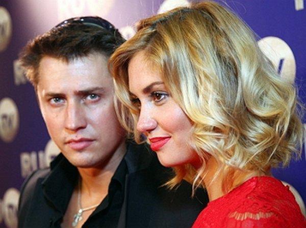 Павел Прилучный и Агата Муциниеце объявили о разводе
