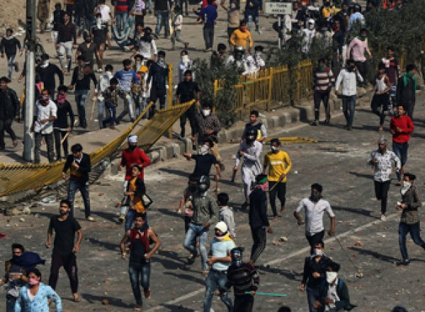 В межрелигиозных столкновениях в Индии погибли 30 человек, сотни ранены (ФОТО, ВИДЕО)