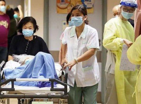 """В Сеть """"слили"""" фото врачей из Ухани с ранами на лице"""