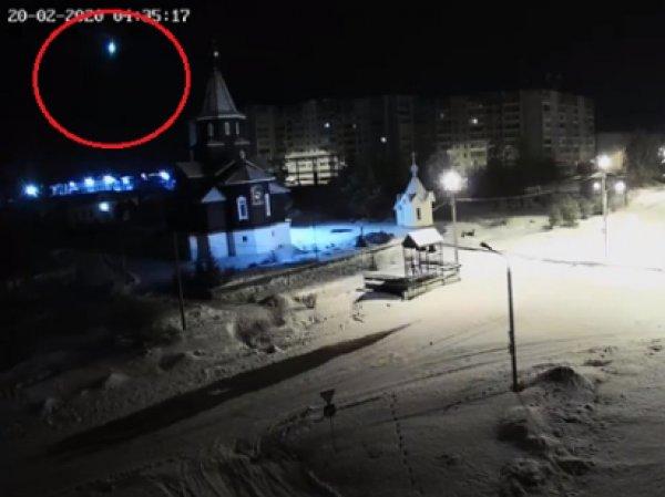 В Карелии засняли на видео падающий метеорит