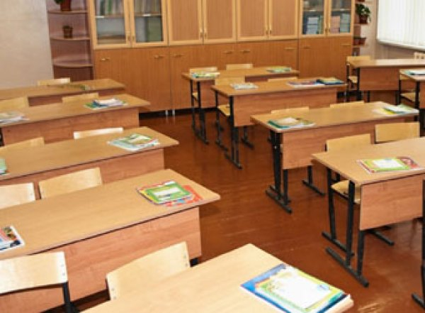 Астраханскую учительницу заподозрили в сексе с подростком