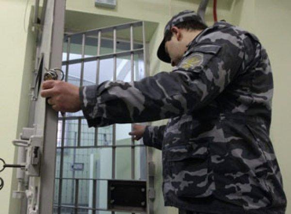 """""""Фляжка с водкой и пистолет"""": стали известны подробности суицида экс-начальника УФСИН в суде"""