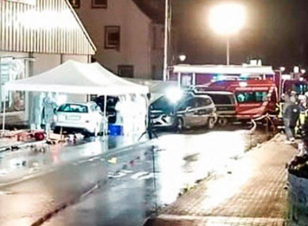 В карнавал в Германии въехал Mercedes: 30 пострадавших (ФОТО, ВИДЕО)