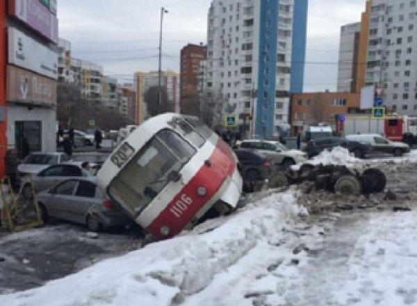 Момент схода трамвая с рельсов в Самаре попал на видео
