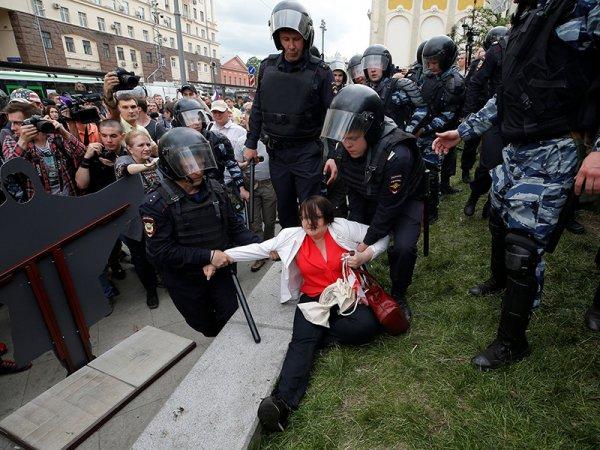 СМИ рассказали о наказаниях росгвардейцев, избивавших людей на акциях протеста в Москве