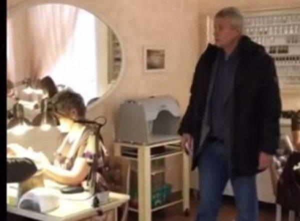 Экс-мэр Твери устроил погром в салоне красоты, попав на видео