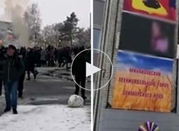 В Приморье Масленицу отметили под порно на большом экране на здании администрации