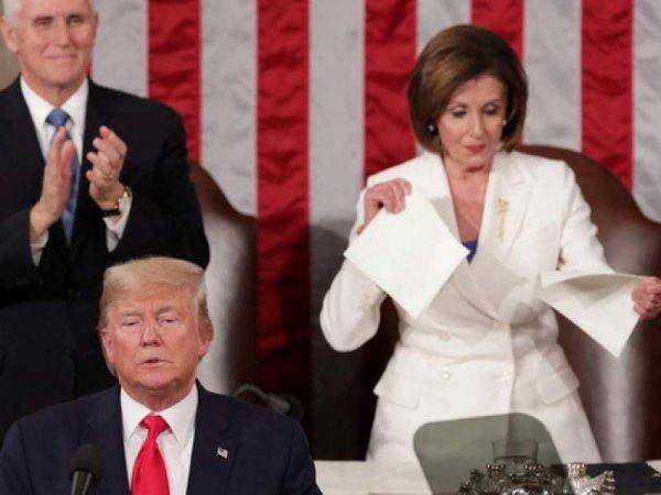 Трамп отказался от рукопожатия спикера Пелоси, а та публично порвала текст его речи (ВИДЕО)