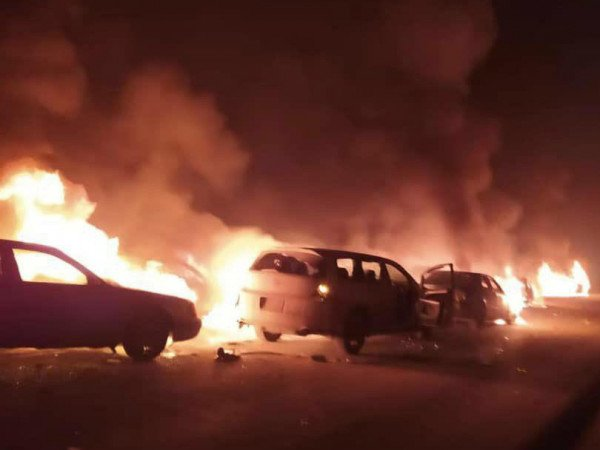 Беспорядки и погромы на границе Казахстана и Киргизии: 8 погибших, горят машины и дома