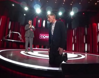 Умоляй его!: униженный Воля просил прощения на коленях со сцены Comedy Club (ВИДЕО)