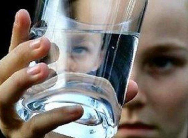 Девочка-подросток умерла, глотнув обычной воды
