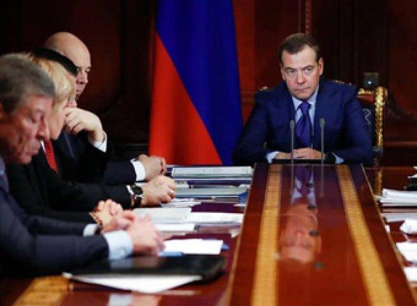 Счетная палата назвала причину отставки правительства Медведева