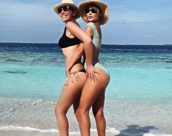 Ты же просила тебя пристрелить?: Собчак оголила грудь вместе с Глюкозой на пляже (ФОТО)