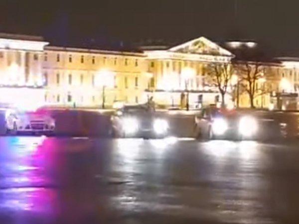 Гонки с полицией пьяного водителя по Дворцовой площади в Петербурге попали на видео
