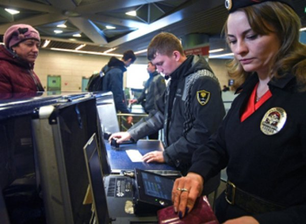 Россиянам озвучили новые правила провоза денег через границу