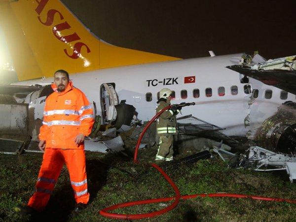 Фото и видео с места крушения самолета в Стамбуле появились в Сети