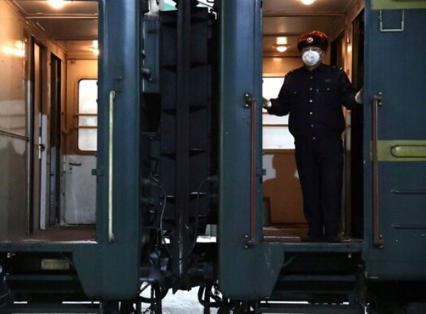 Всех пассажиров поезда из Пекина высадили на границе с Россией