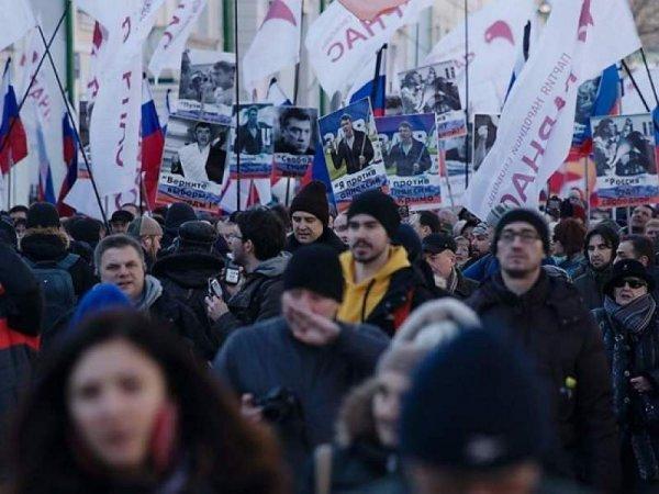 В Москве на марш памяти Немцова вышли свыше 20 тысяч человек