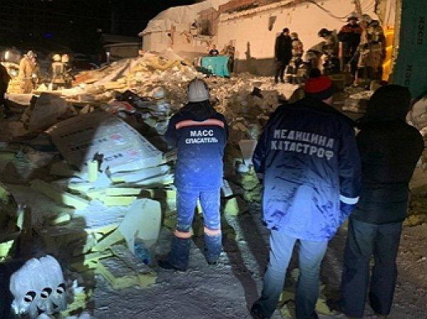 В  Новосибирске крыша кафе рухнула на посетителей: погибла девушка