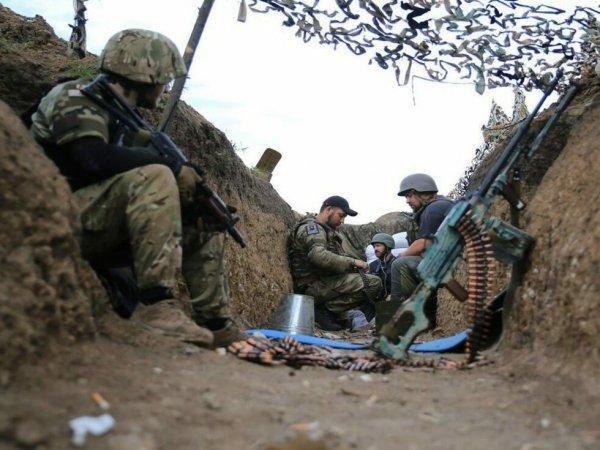 На Донбассе снова идут бои, есть убитые: Зеленский срочно созывает СНБО