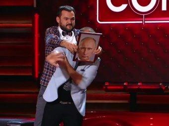 Пока спит жена: комики Comedy Club показали, для чего дома нужен портрет Путина (ВИДЕО)