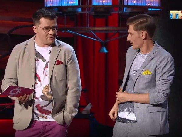 """""""Это петушок?"""": Волю и Харламова публично унизили в Comedy Club подарками для их """"супругов"""" (ВИДЕО)"""