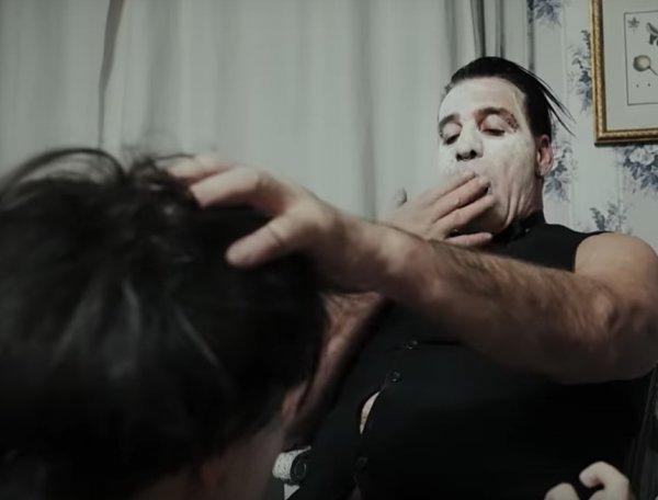"""""""Опозорили нацию"""": снявшихся в порноклипе солиста Rammstein россиянок затравили в Сети"""