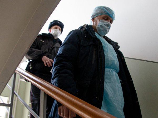 Соцсети: в Москве мошенники в масках под видом волонтеров грабят квартиры доверчивых стариков