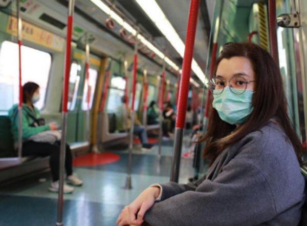 Не выходить из дома: в России из-за коронавируса могут усилить новые ограничительные меры