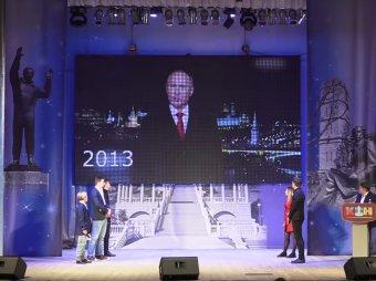 Он был непростым: нарезка новогодних обращений Путина в КВН взорвала Сеть (ВИДЕО)