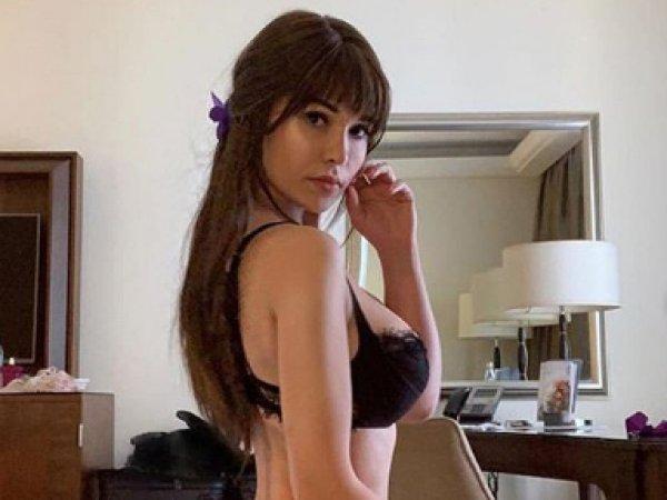 Рассказавшая о плохом самочувствии модель Playboy разделась догола на камеру из-за коронавируса (ВИДЕО)