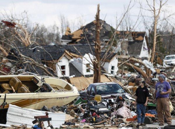 В США торнадо убил 25 жителей, 150 ранены (ВИДЕО)