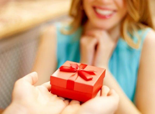 Названы самые желанные женщинами подарки на 8 Марта