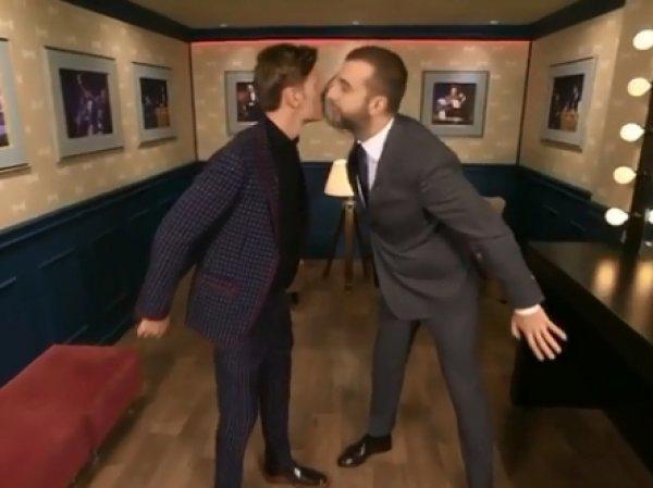 Поцелуй Павла Воли и Ивана Урганта на камеру взбудоражил Сеть (ВИДЕО)