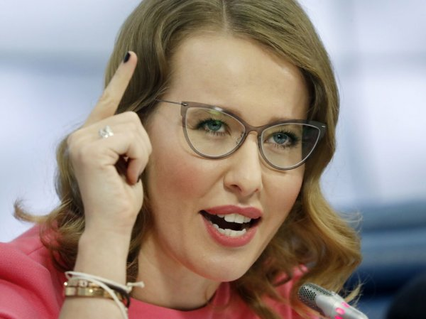 """Вечнобеременную"" Собчак снова засняли с округлившимся животом"