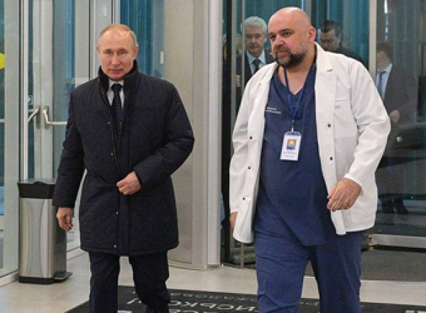 От Путина требуют отправить врачей в регионы России, а не в Италию