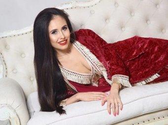 Резиночка - мой друг: Юрьева из Уральских пельменей раздвинула ноги на видео из спальни
