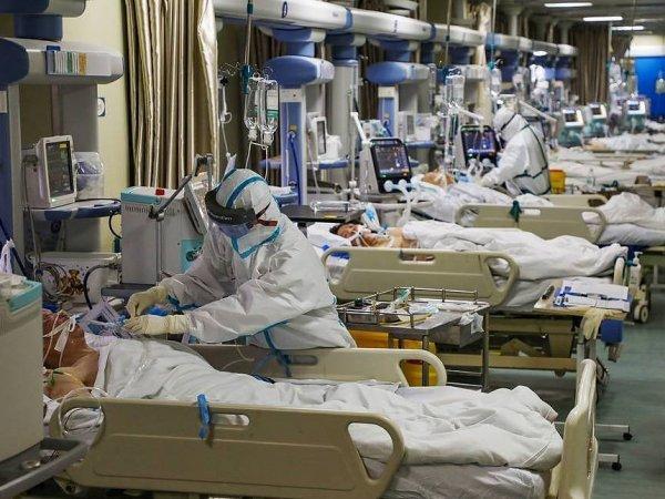 """""""Осознали, что утонут"""": врач описал последние минуты пациента, умирающего от коронавируса"""