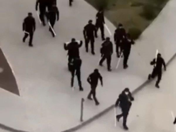 СМИ: в Чечне люди в черном и с трубами в руках избивают нарушителей карантина (ВИДЕО)