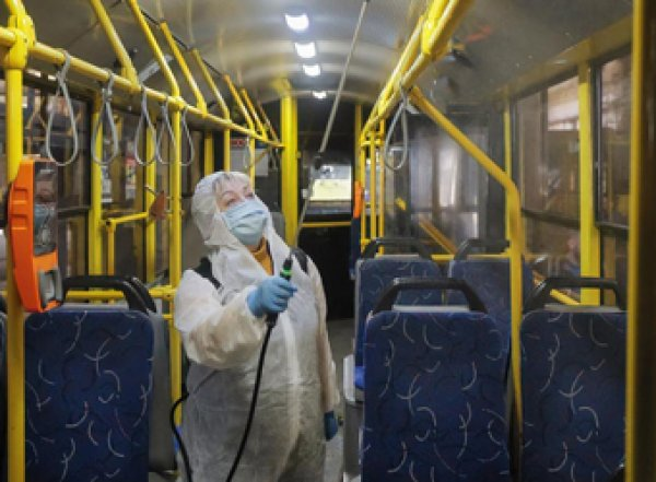 Украина остановила авиарейсы, поезда, автобусы и метро из-за COVID-19