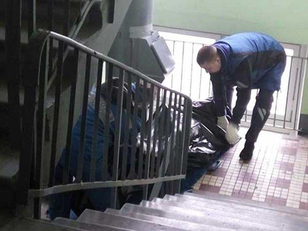 В Петербурге нашли тело 14-летнего подростка у квартиры судьи, спецназ брал ее штурмом