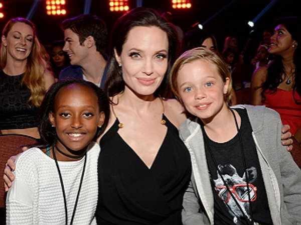 В Сети появилось первое фото дочери Джоли после операции