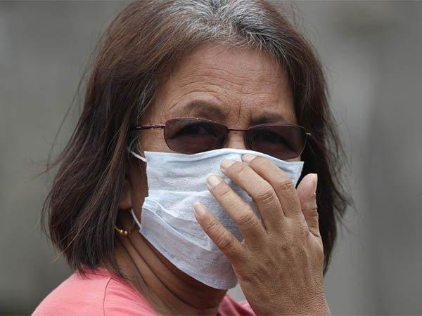 В ВОЗ объяснили, когда маска становится опасной для человека