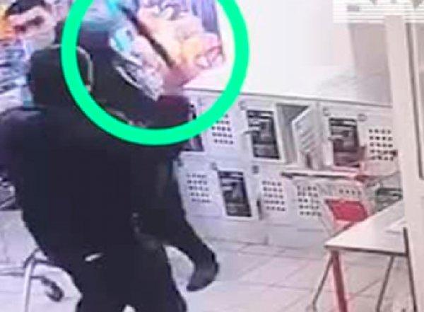 В Москве покупатель с мачете напал на охранника в магазине (ВИДЕО)