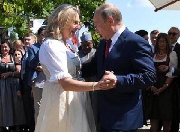 Танцевавшая с Путиным на свадьбе экс-глава МИД Австрии обвинила в насилии мужа