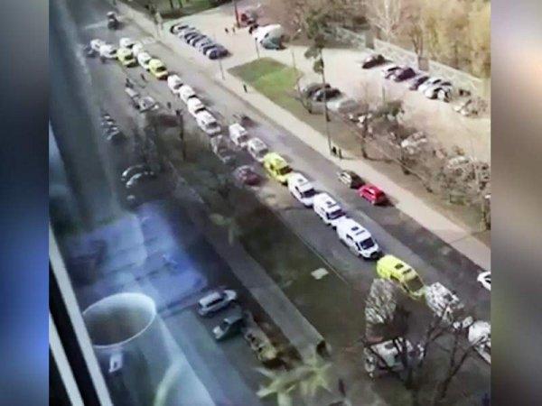 """Пробка из машин """"скорой помощи"""" с больными коронавирусом в Москве попала на видео"""