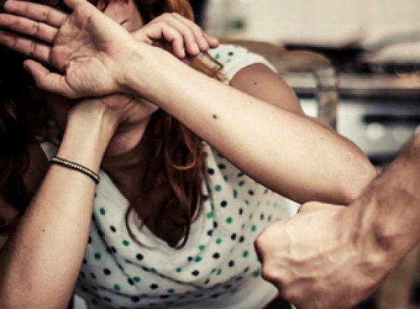 """""""Муж страшнее вируса"""": в России прогнозируют всплеск домашнего насилия в карантин"""